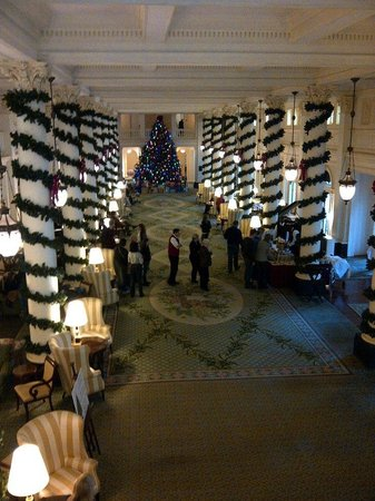 The Omni Homestead Resort: Holiday treatment in the great hall