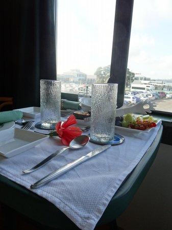 Admirals Landing Bed & Breakfast: Frühstückstisch im Zimmer
