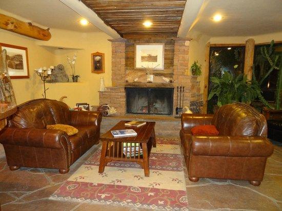 شيبيتا سولار سبرينجز ريزورت: Fireplace in Great room in Lodge