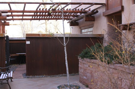 Chipeta Solar Springs Resort & Spa : Walkway to Dominques room