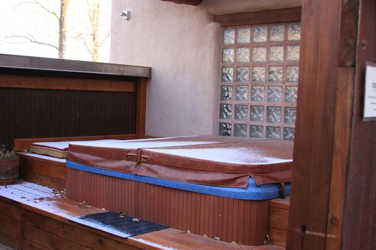 Chipeta Solar Springs Resort & Spa: Private Hot tub with Dominques Room