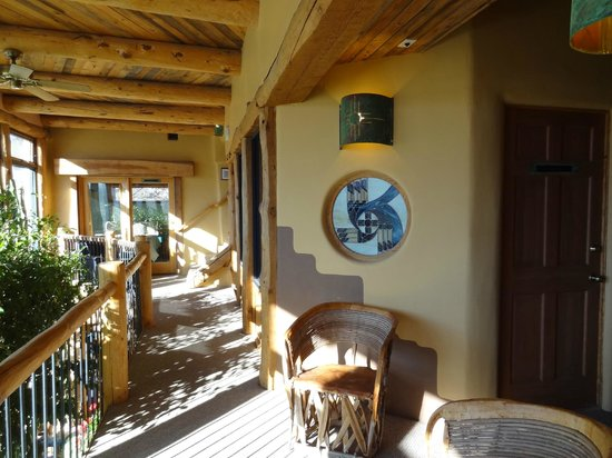 Chipeta Solar Springs Resort & Spa: Second floor hallway in Lodge