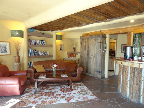 Chipeta Solar Springs Resort & Spa: Lodge room with fireplace