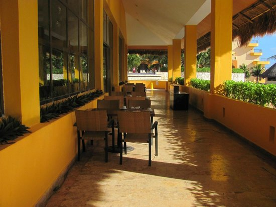 Fiesta Americana Condesa Cancun All Inclusive: outside of buffet restaurant