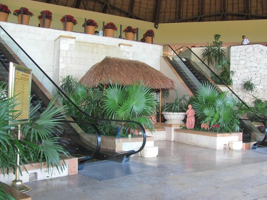 Fiesta Americana Condesa Cancun All Inclusive: entrance to the resort