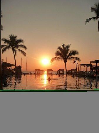 Crown Paradise Golden Resort Puerto Vallarta: Sunset over the pool