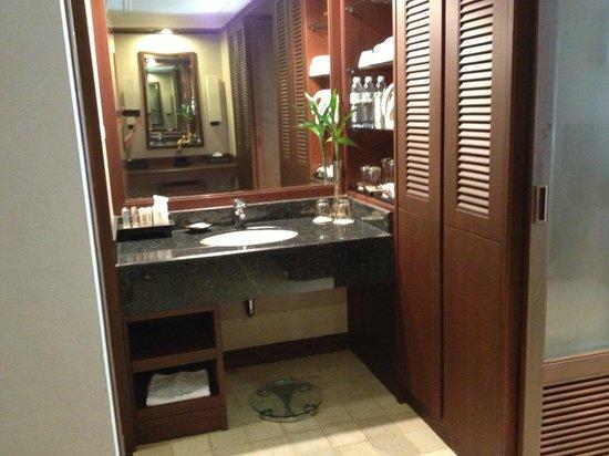 هوليداي إن ريزورت بوكيت: bathroom 