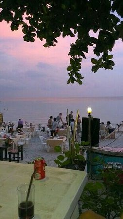 B2@Samui Beach Resort: resturant evning time