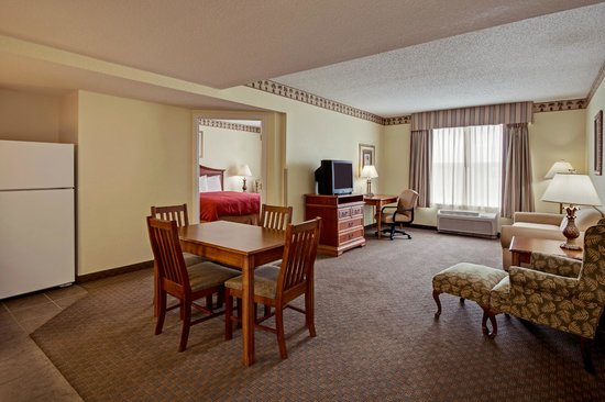 Country Inn & Suites By Carlson, Port Canaveral: Captain's Quarters Suite