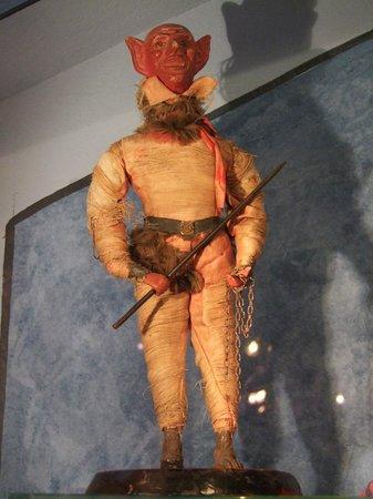 Deutsches Weihnachtsmuseum: Santa's creepy assistant