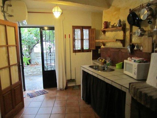 Cuevas El Abanico: kitchen