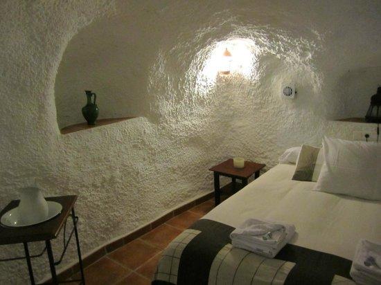 Cuevas El Abanico: double bedroom 