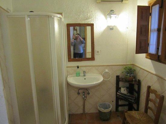 Cuevas El Abanico: bathroom