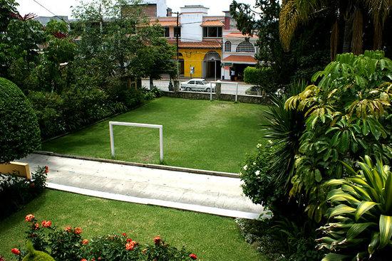 Hotel Belisana: Canchita de futbol