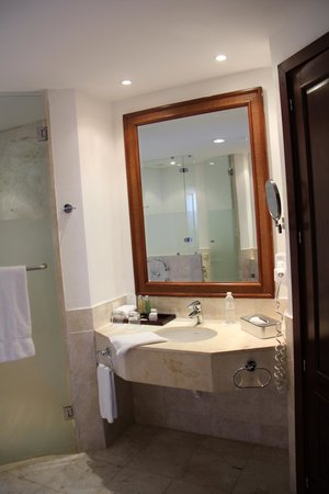 Now Larimar Punta Cana: Bathroom