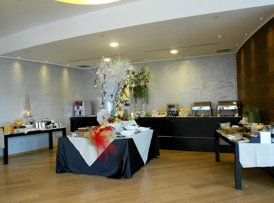 The Hub Hotel: Breakfast Buffet