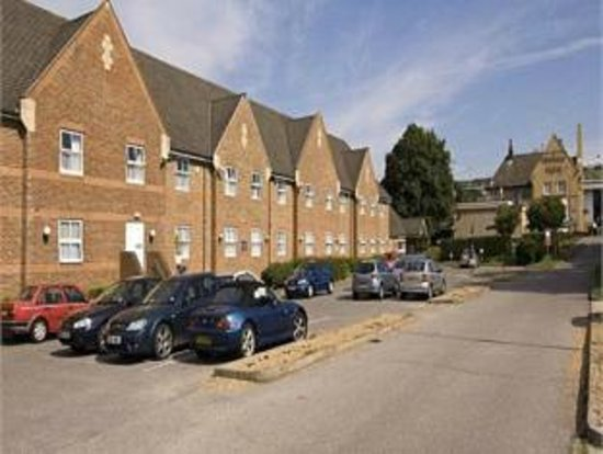 Premier Inn Portsmouth North Harbour Hotel: Free parking with no height restriction