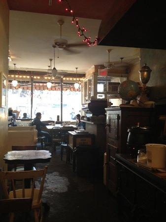 Cupcake Cafe: Old school neighborhood feel