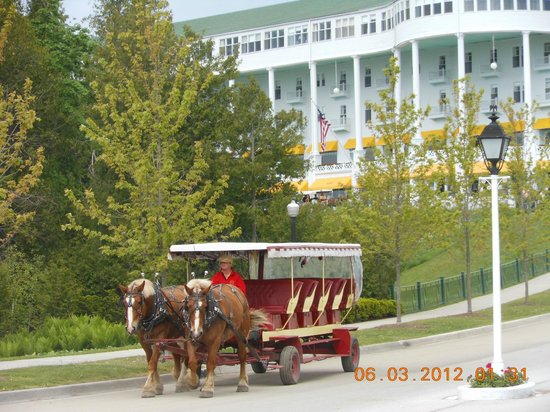 Grand Hotel: Horse drawn carriage leaving the Grand