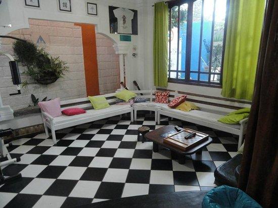 Arraial d'Ajuda Hostel: Área de TV