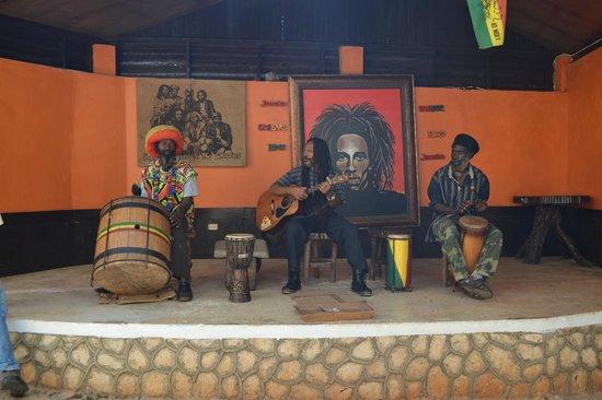 Onsite Jamaica Tours: En la casa de Bob!