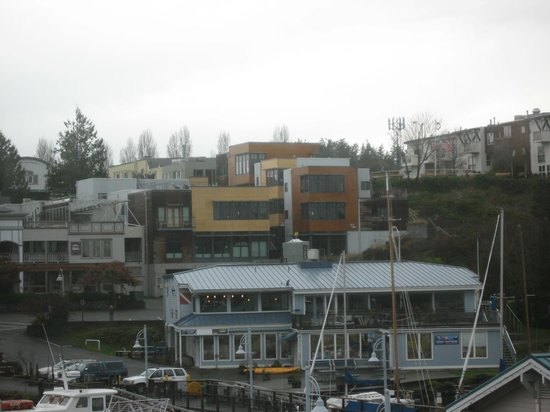 The Island Inn at 123 West: View of Property from Ferry