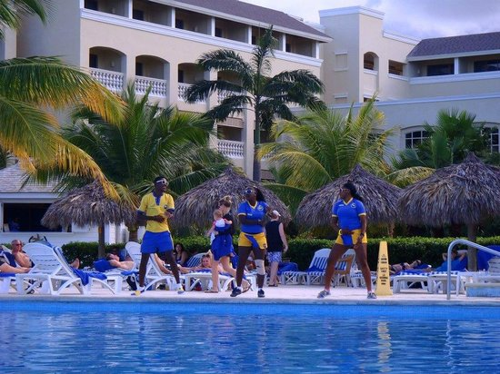 Iberostar Rose Hall Beach Hotel: the entertainment staff