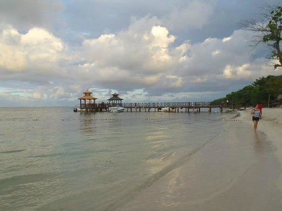 Iberostar Rose Hall Beach Hotel: the pier