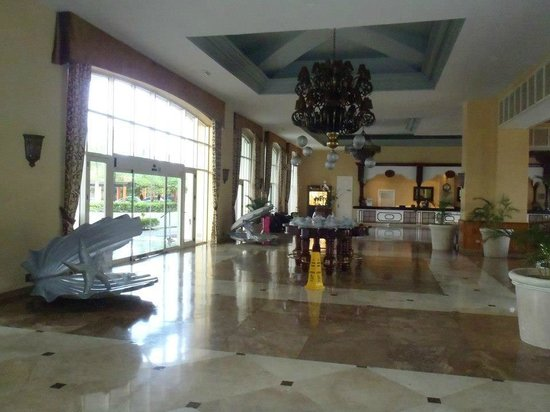 Iberostar Rose Hall Beach Hotel: front lobby
