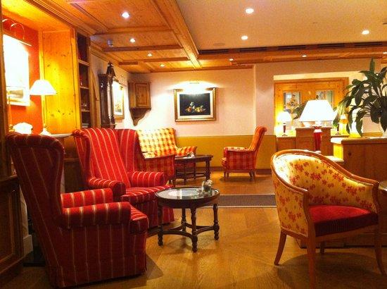 Hotel Adler Häusern: Lobby - Bar