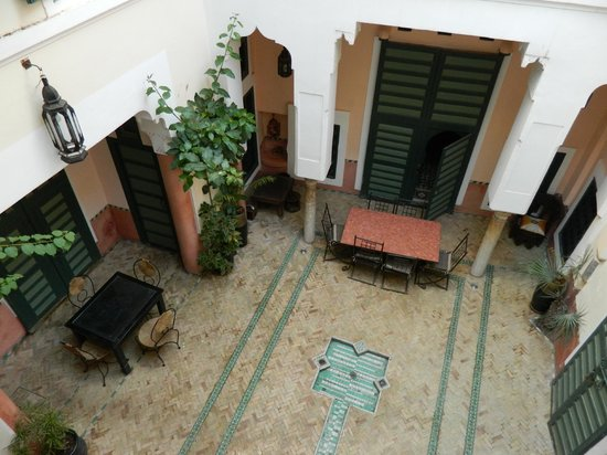 Dar Ihssane: The courtyard in the morning