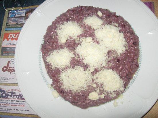 Ristorante Pizzeria Lago Rotondo: il ns.piatto preferito : risotto al radicchio rosos e ..tanto formaggio parmigiano gratugiato