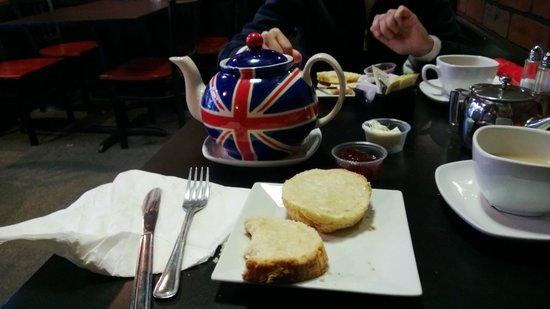 British Chip Shop: Excellent scones and tea