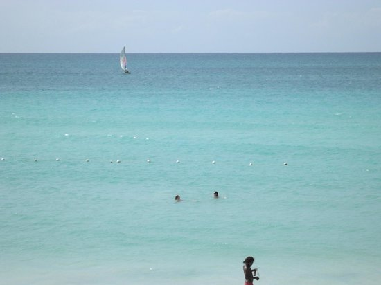 Negril Tree House Resort: View from Suite D- The ladies are swimming