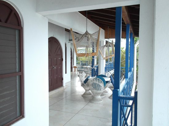 Negril Tree House Resort: Standing at suite D looking at other two Ocean fronts on same floor