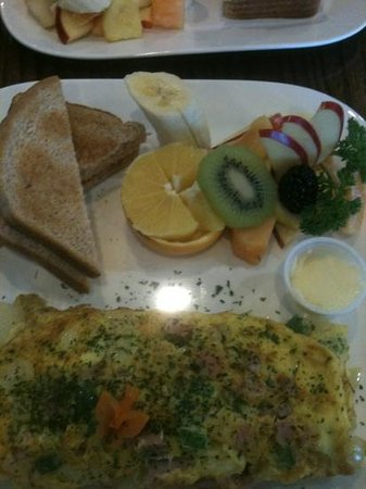 Salt and Pepper : western Omlette with fruit