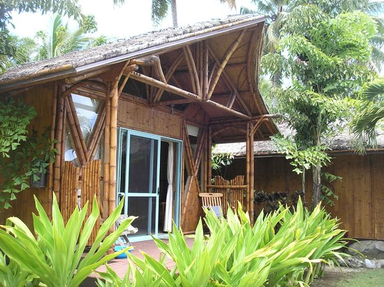 Magic Reef Bungalows: own deck and chairs at front of every bungalow