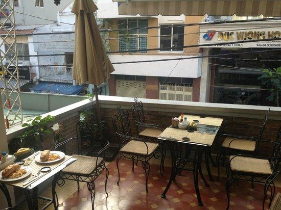 Hong Han Hotel: Breakfast on the balcony