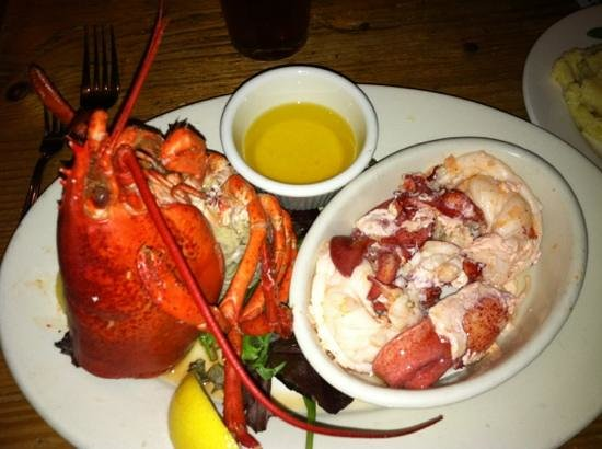 Robert's Maine Grill: lobster dinner