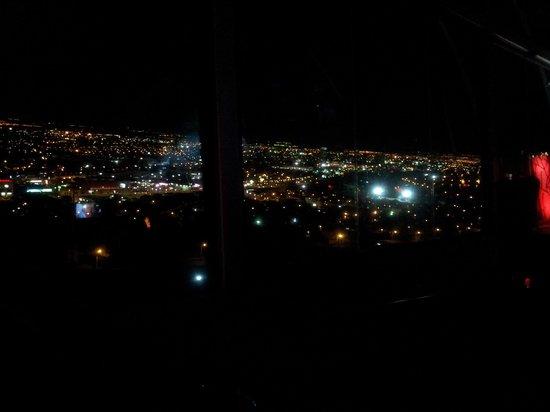 Crowne Plaza Queretaro Diamante: vista nocturna desde el bar