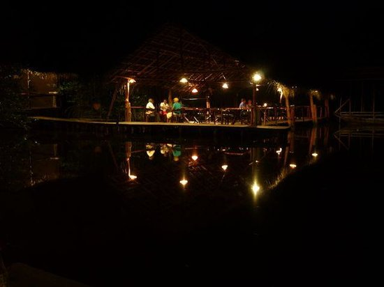 Nature Resort: Dining area at night