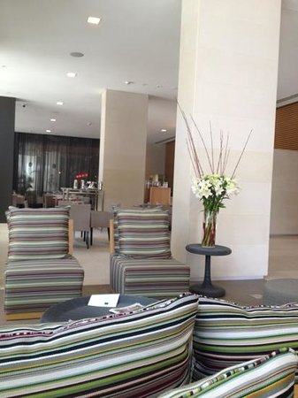 Novotel Newcastle Beach: Reception area