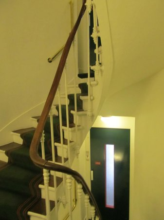New Orient Hotel: Stairs