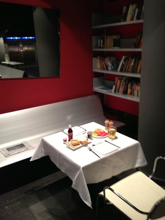 Casa Camper Hotel Barcelona: Dining area