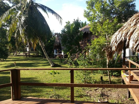 Tillett's Village Lodge : Cabanas with nice garden @ Tilett's Village