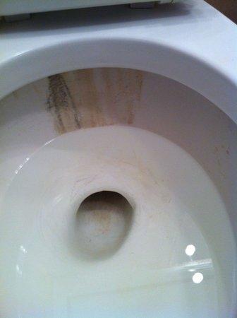 هوتل فيلاز بلايا سامارا: The Toilet in Our Room (when it had water) 