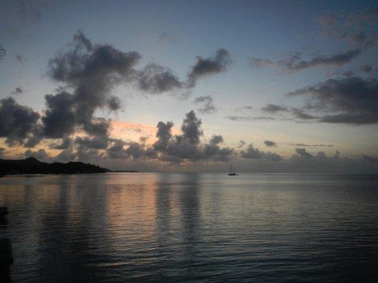 Conrad Bora Bora Nui: Absolutely Stunning! The stars at night are even better!