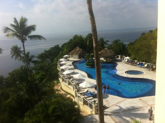 Grand Bahia Principe Cayacoa: piscine avec bar