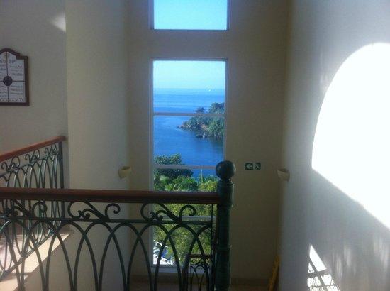 Grand Bahia Principe Cayacoa: vue à partir d' une cage d`escalier