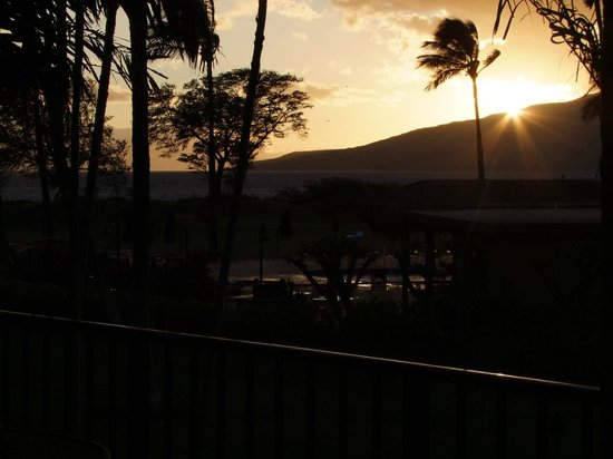 Luana Kai Resort: Beautiful Sunsets